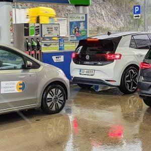 Kaj se dogaja z e-mobilnostjo na sončni strani Alp?