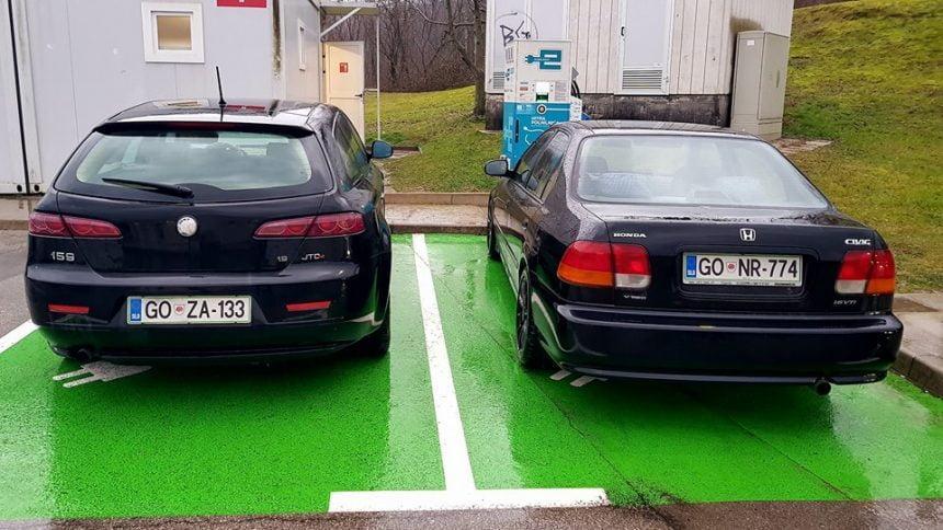 Parkiranje zaposlenih na hitri polnilni postaji BS Šempas
