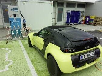 Dan, ki sem ga preživel kot »normalni« uporabnik električnega avta na slovenskih polnilnicah